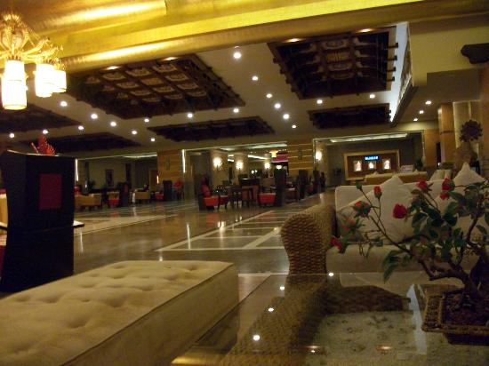 Royal Dragon Hotel: Reception