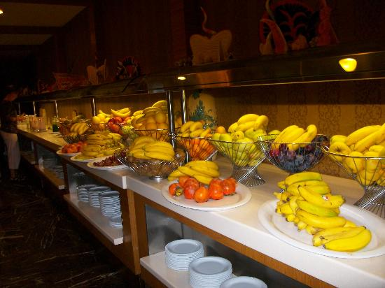 Royal Dragon Hotel: Plenty of fruit