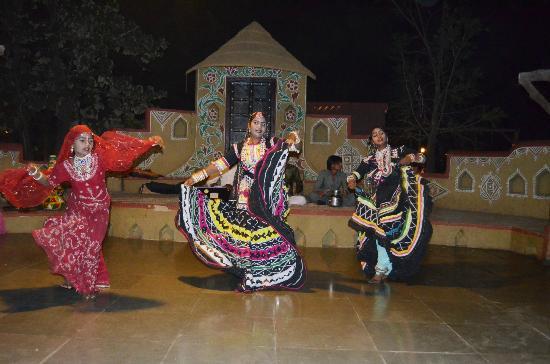 Chokhi Dhani: Folk dance