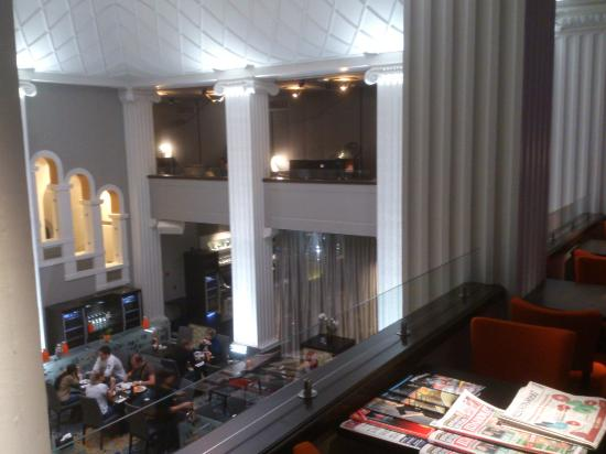 Radisson Blu Plaza Hotel, Helsinki: Executive lounge with main restaurant below