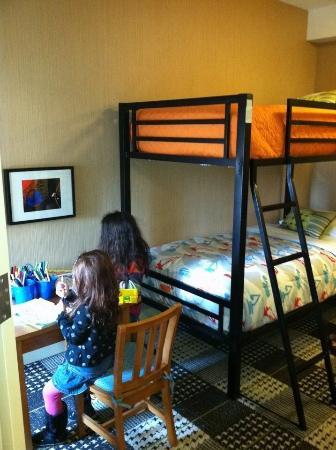 Hotel Lincoln, a Joie de Vivre Hotel: The kids enjoying their room