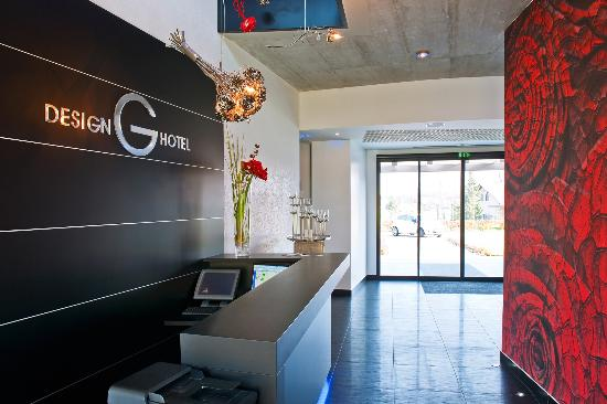 Reception area picture of g design hotel ljubljana for Design hotel nox