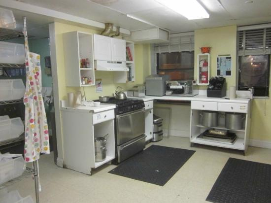 HI Washington DC Hostel: Kitchen