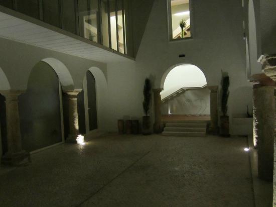 Hotel Viento 10: Main courtyard