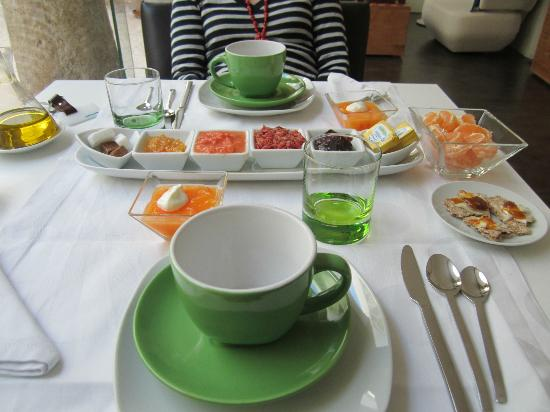 Hotel Viento 10: Exquisite breakfast