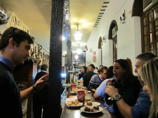 Cortijo de Pepe: view down the bar friday night