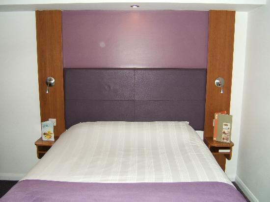 Premier Inn Hull North Hotel: Large comfy bed