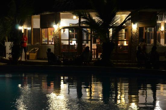 Jacaranda Beach Resort: il bar della piscina
