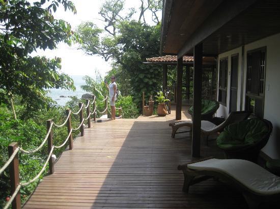 Atlantica Jungle Lodge: Deck da pousada