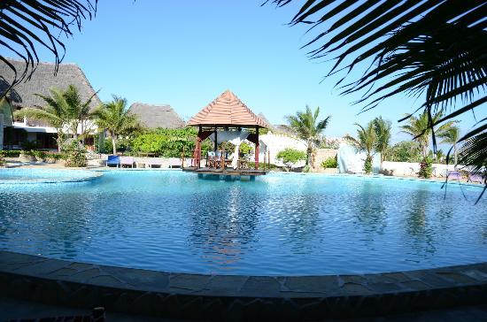 Jacaranda Beach Resort: piscina