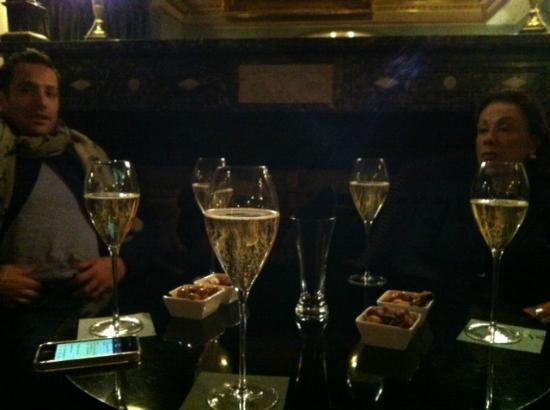 L'Hotel: Delish Champagne