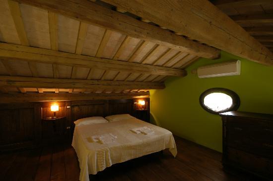 Camere da letto in stile marchigiano (CAMELIA) - Foto di ...