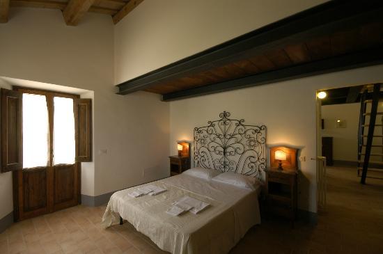 Camere da letto in stile marchigiano mela verde foto di agriturismo san martino san - Camera da letto verde mela ...