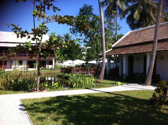 Sanctuary Luang Prabang Hotel Vue Sur L étang Et Le Restaurant