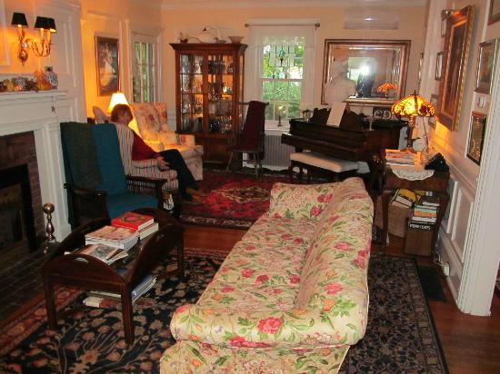 Captain David Kelley House: A comfortable sitting room