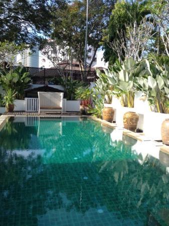 Clove Hall: swim pool