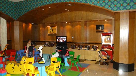 The Ritz-Carlton, Doha: Children's dining corner by the Lagoon