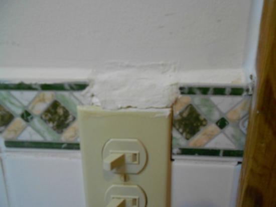 Cocolobo: Shotty Repair work to bathroom ooutlet