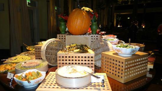 The Ritz-Carlton, Doha: Halloween dinner buffet -presentation