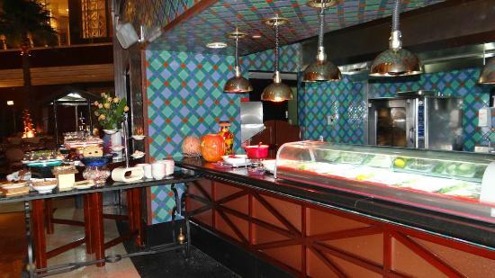 The Ritz-Carlton, Doha: The Lagoon restaurant