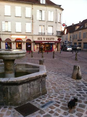 Fontenay-Tresigny, France: place de l église