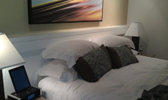 Elbow Beach, Bermuda: Room/king bed