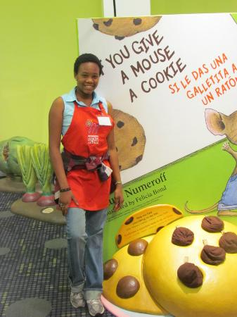 Jackson, MS: Volunteers are such a great help! Especially during the 2012 Traveling Exhibit, Storyland