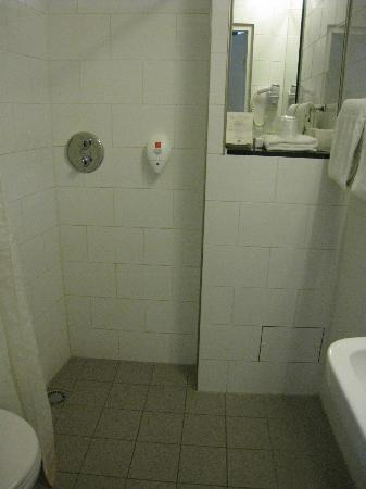 Singel Hotel: bathroom