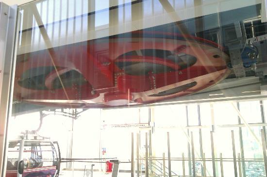 Emirates Air Line Cable Car - Royal Docks: Die Antriebsrolle, welche die Gondeln zieht