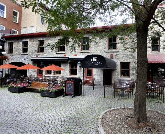 Courtyard Restaurant: Come dine on our patio during the summer months, we will not disappoint!