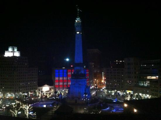 Sheraton Indianapolis City Centre Hotel: Spectacular view of Soldiers' and Sailors' Monument