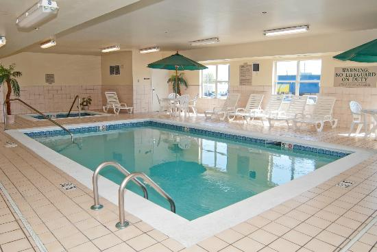 Quality Inn & Suites: HEATED POOL