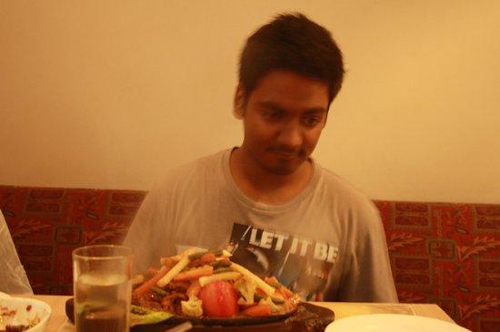 Cafe Elchico: Enjoying the meal