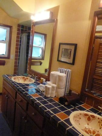El Pescador Resort : The bathroom