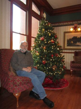 Country Inn & Suites By Carlson, St. Charles : Christmas tree in lobby