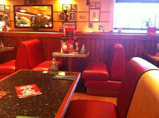 Frankie And Benny's: bench seating