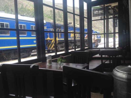 Cafe Mayu: train to Machu Picchu in background