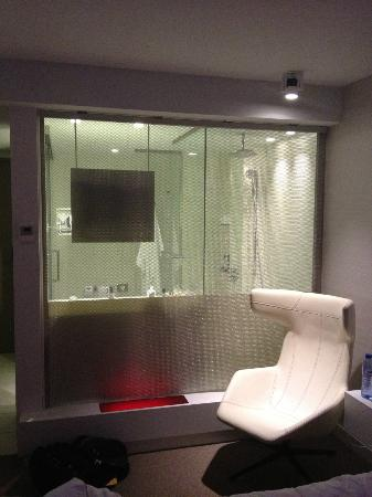 Pullman Eindhoven Cocagne: All Glass Bathroom, as seen from bed area