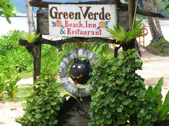Green Verde Resort Inn: The sign on the beach