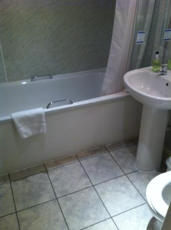 Fountain Court Apartments - Morrison: bathroom