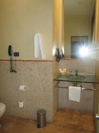 Alminar Hotel: Bathroom