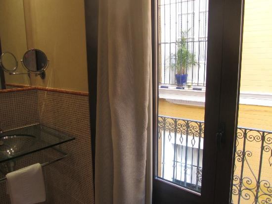 Alminar Hotel: Balcany in bathroom