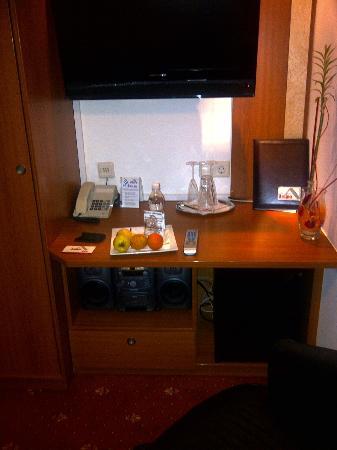 Hotel Aragia: Wilkommensgeschenk - Obst + Wasser