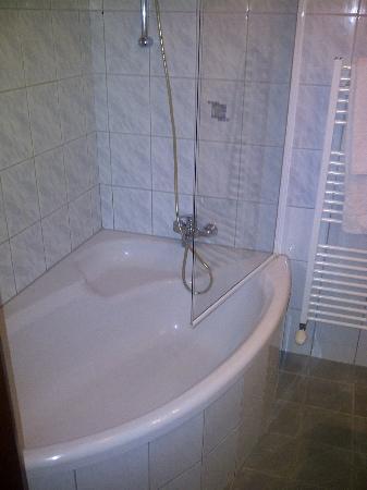 Hotel Aragia: kleine Badewanne