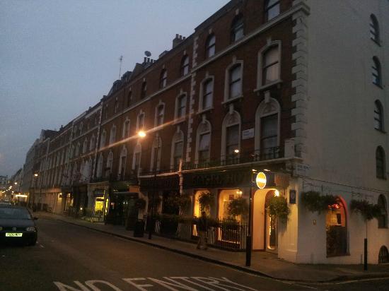 Elysee Hotel: la facciata dell'hotel