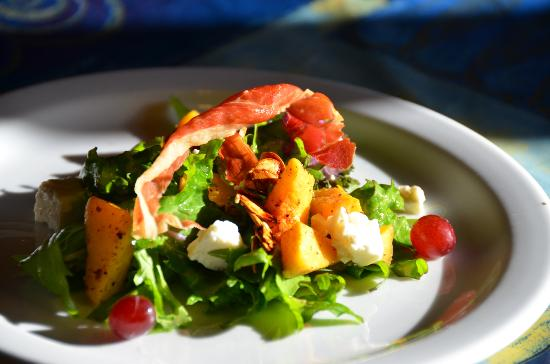 Selkirk Mountain Experience Lodge: Durrand Glacier: Another delicious salad creation!