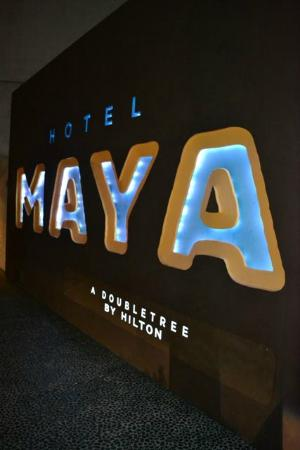 Hotel Maya - a DoubleTree by Hilton Hotel: Hotel Sign