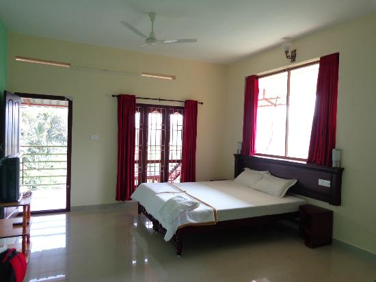 Kerala House: Bright, Clean, spacious room