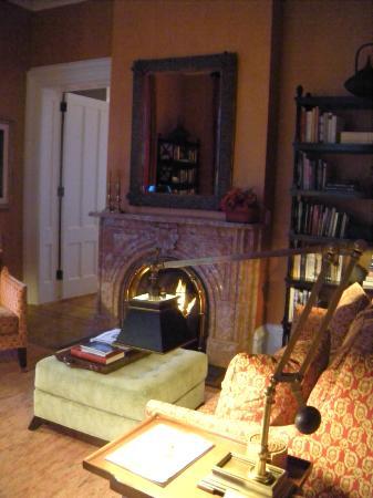 E.B. Morgan House: Lobby reading nook