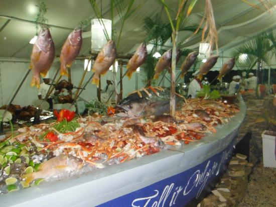 The Tropical at Lifestyle Holidays Vacation Resort: Welcome Party Buffet - Phenominal!
